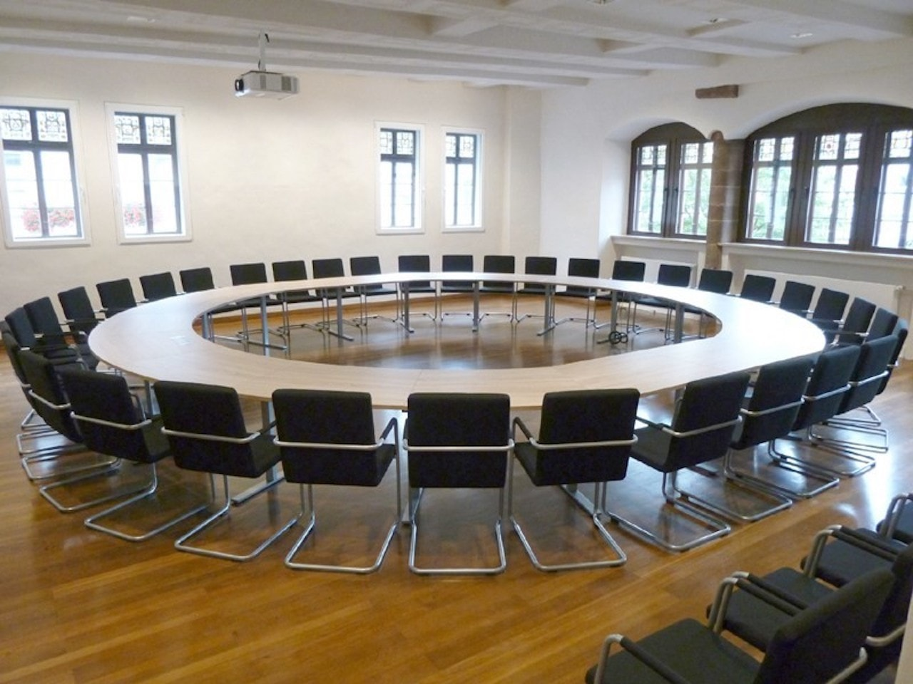 2b_intra-round-conference-table-spiegels-428596-relc7644524